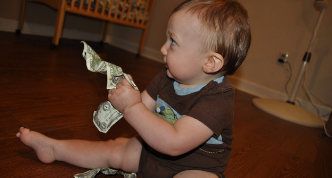 10 Easy Frugal Lessons to Teach Your Kids